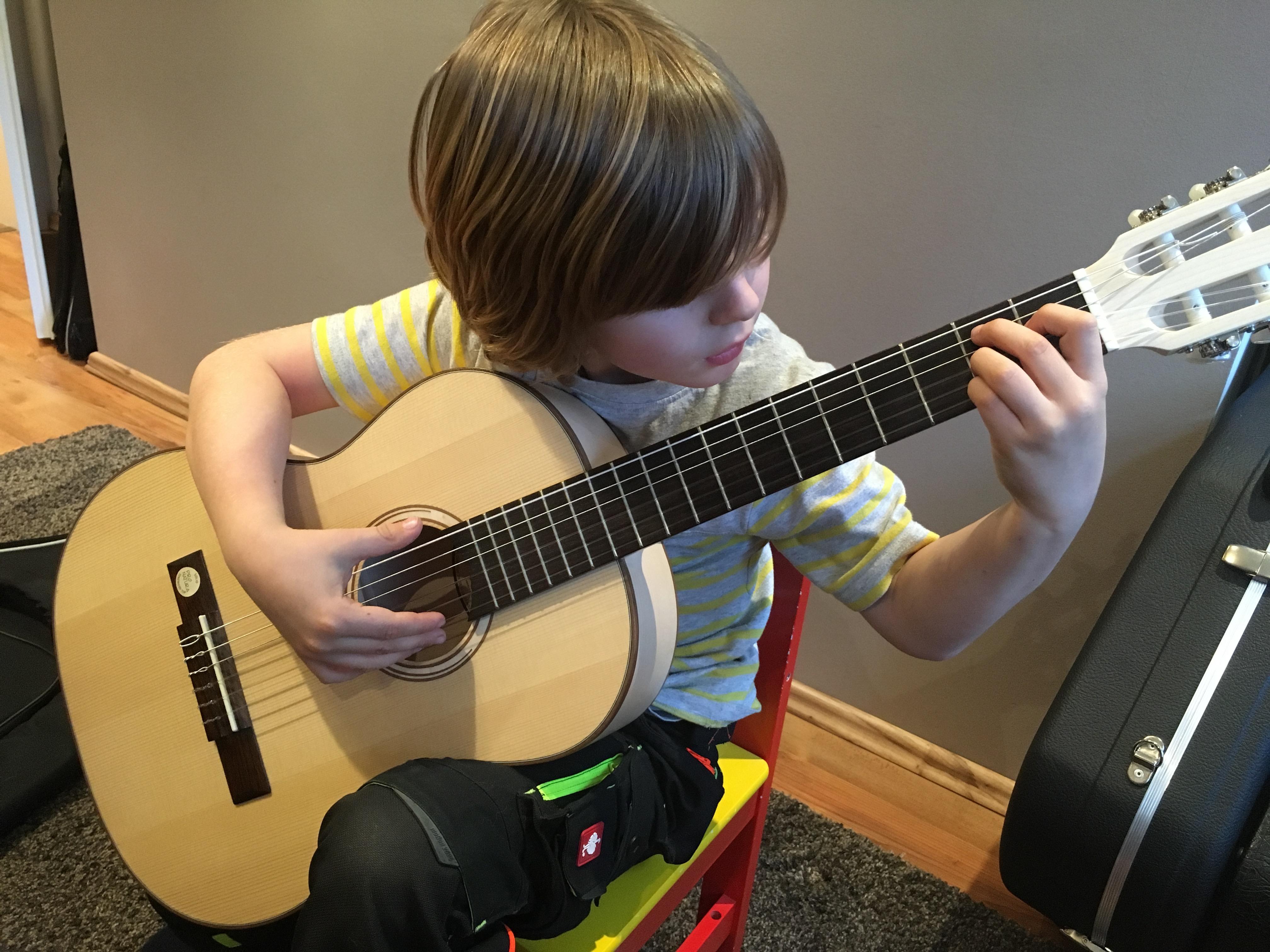 """Mein Schüler, 6 Jahre: """"Heute will ich mal einen schwierigen Akkord lernen!"""""""