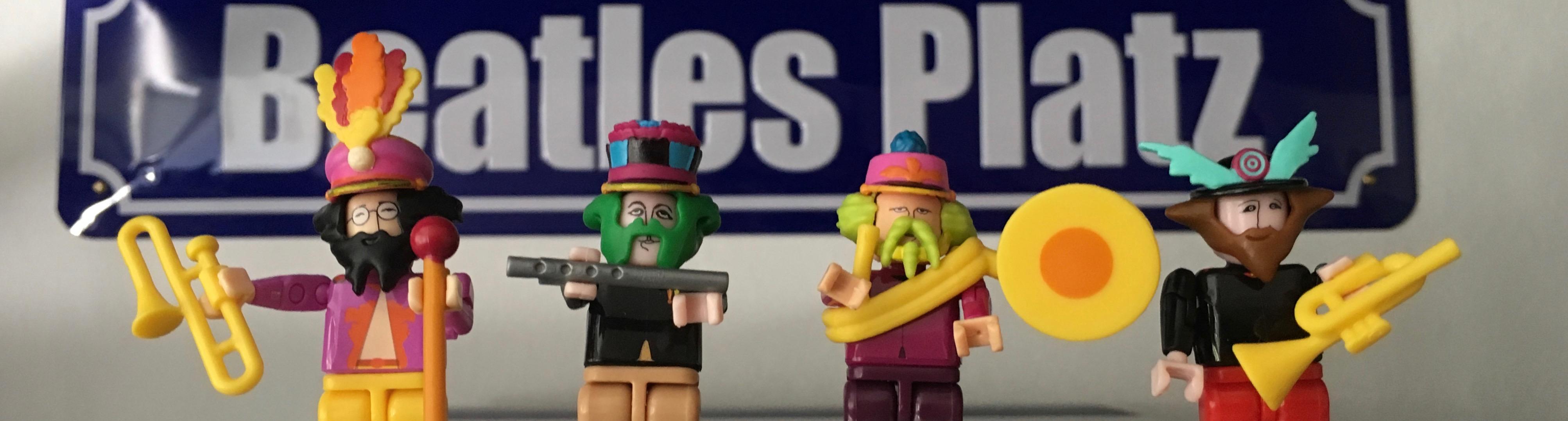 Beatles Figuren vor Straßenschild